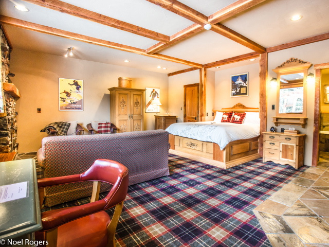 Cabin Suite: Sleeps 4-6.